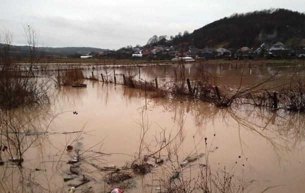 В Закарпатской области из-за прорыва дамбы подтопило пять сел