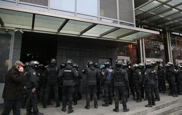 Итоги 08.02: Обыски в Вестях, Порошенко на балу