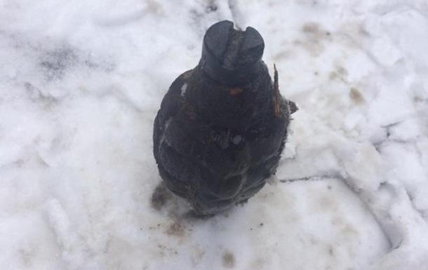 Под Харьковом около детсада отыскали гранату