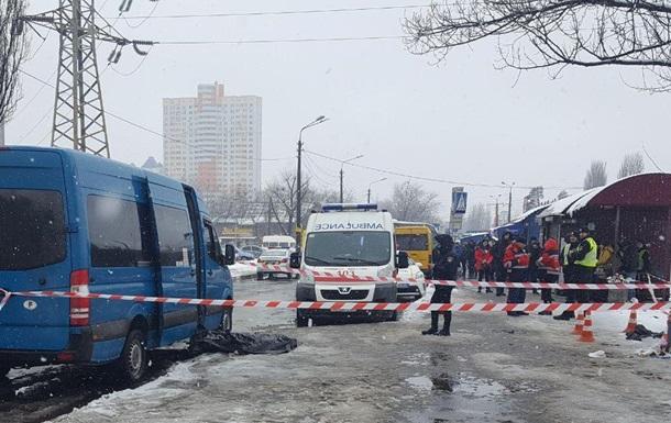 У Києві зарізали чоловіка на зупинці за зауваження
