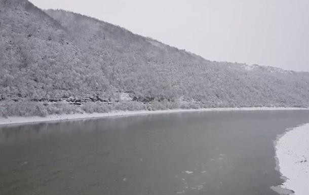 В Сети показали видео зимнего Днестра