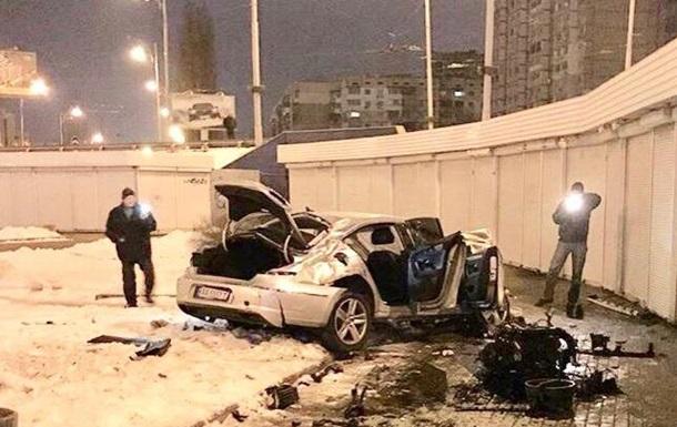 В Киеве авто вылетело на пешеходный переход и загорелось