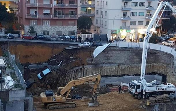 У Римі частина дороги провалилася в десятиметрову яму разом з авто