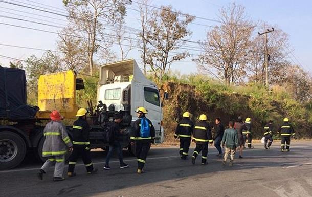 У Таїланді водій автобуса, що загорівся, врятував 50 пасажирів, але сам загинув