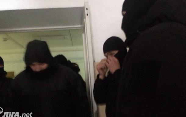 В Соломенском суде неизвестные избили посетителя