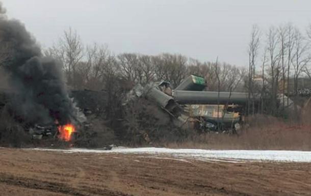 В США сошел с рельсов и загорелся поезд