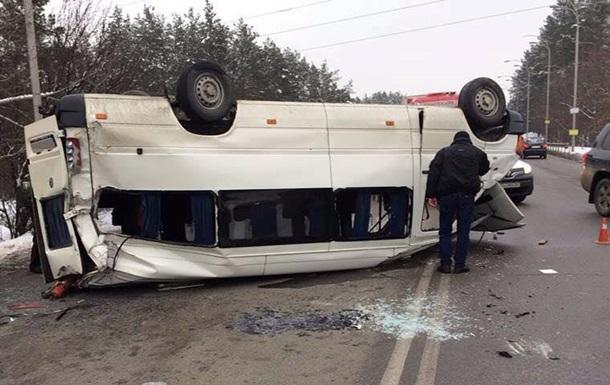 Под Киевом «Нива» врезалась вмикроавтобус сдетьми— клиника вместо цирка