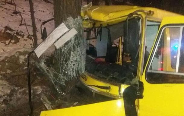Масштабна ДТП у Києві: зіткнулися дві маршрутки