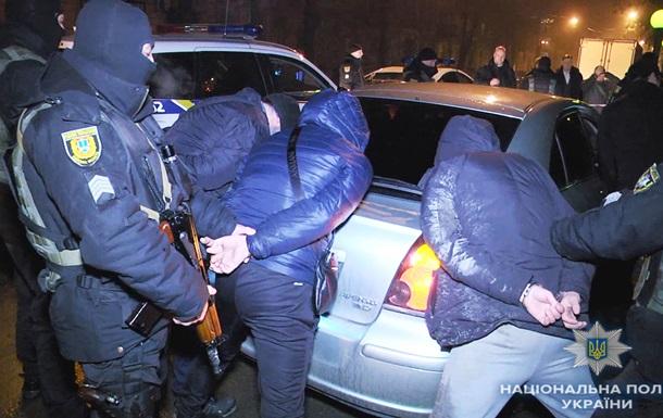 Грозили прохожему ножом: размещены фото ивидео задержания группы граждан России вОдессе
