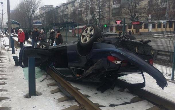 У Києві через ДТП зупинився швидкісний трамвай