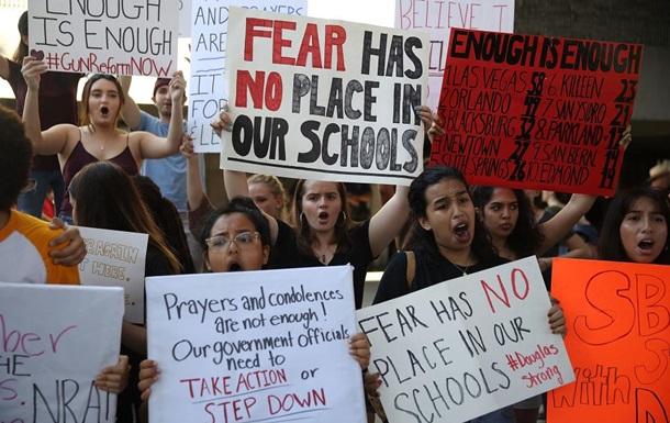 Во Флориде протестовали из-за стрельбы в школе