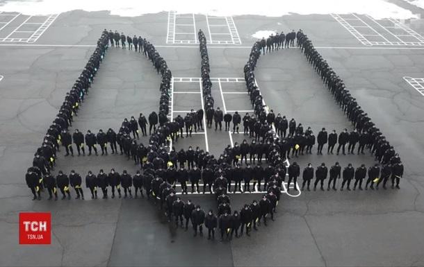 У Дніпрі курсанти влаштували флешмоб до Дня герба