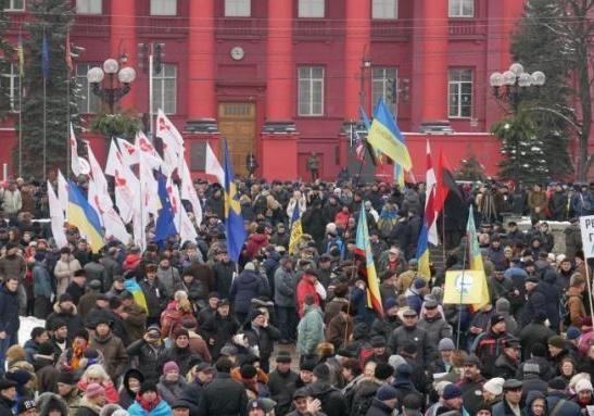 Протесты в Киеве: власть начинает и проигрывает