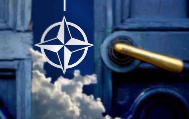 Украина хочет в НАТО, но ей мешают ВСУ
