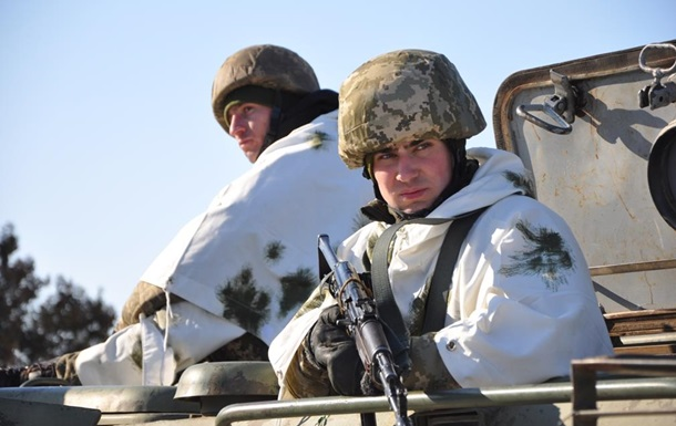 На Донбасі 12 обстрілів, у ЗСУ втрати - штаб