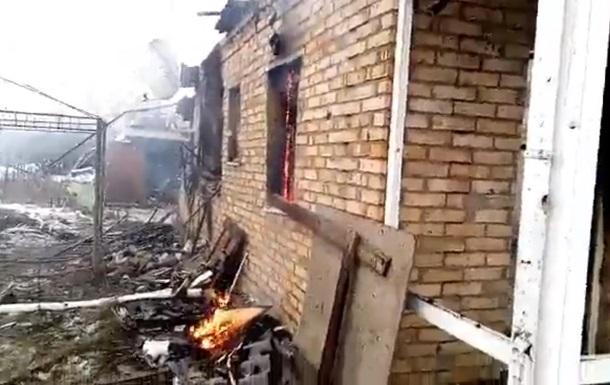 У донецькому селищі через обстріл згорів будинок - Жебрівський
