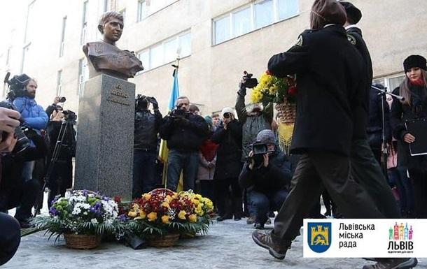 У Львові відкрили пам ятник Герою Небесної сотні