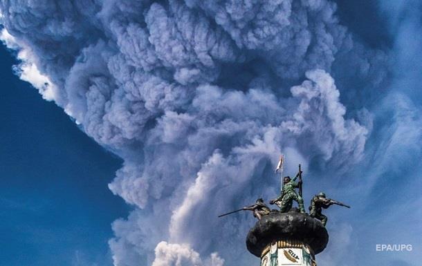 В Індонезії оголошено найвищий рівень небезпеки через вулкан
