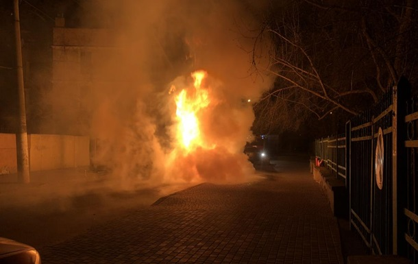 В Одесі згорів Lexus депутата міськради - ЗМІ