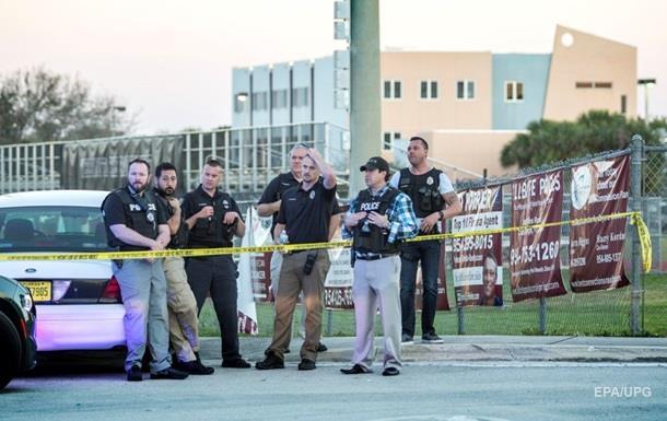 Стрілянина у Флориді: коп, який охороняв школу, подав у відставку