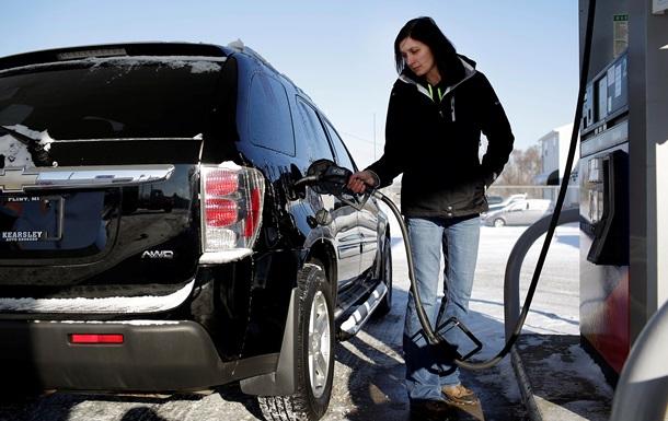 Бензин дешевшає в деяких мережах АЗС