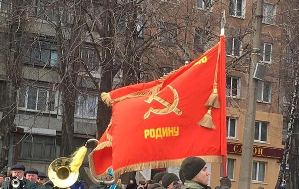 У Кривому Розі військові пройшлися парадом з радянськими прапорами