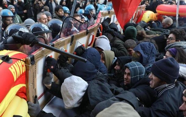 В Милане подрались антифашисты и полиция
