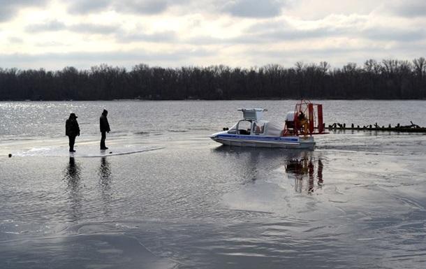 В Полтавской области 50 рыбаков унесло на дрейфующей льдине