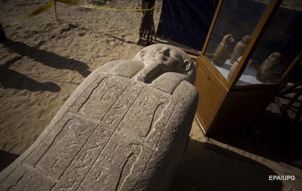 У Єгипті знайдено великий некрополь зі скарбами