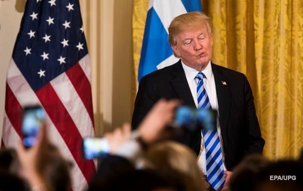 Рейтинг популярності Трампа знову впав