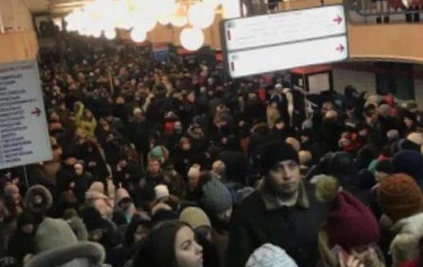 У метро Києва в ранкову годину пік не працювала червона гілка