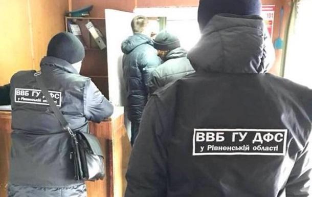 На кордоні з Білоруссю за хабарі затримали всю зміну митників