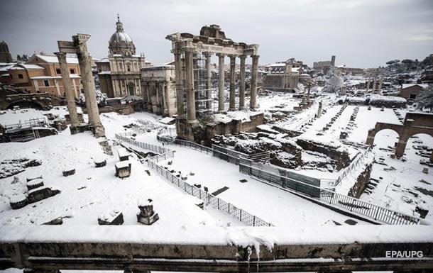 Рим накрыли аномальные снегопады