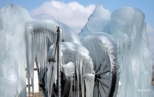Швейцарія через морози покрилася льодом