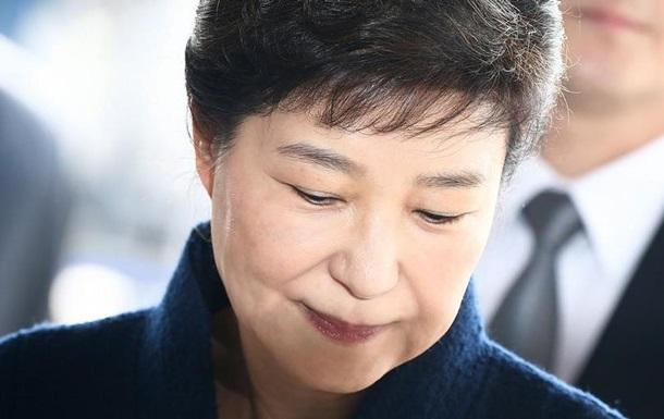 Прокуратура Південної Кореї вимагає 30 років ув язнення для екс-президентки