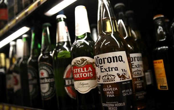 В России полицейскому дали взятку пивом