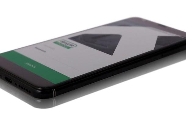 Представлений смартфон для безпечного зберігання криптовалют