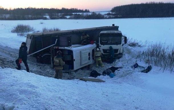 У Росії зіткнулися фура і мікроавтобус: дев ять жертв