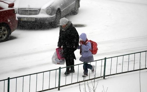 В Україні сьогодні вдень очікуються снігопади