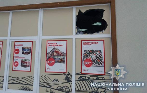 В Сумах бросили две гранаты в магазин