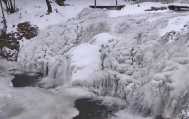 В Украине замерз крупнейший равнинный водопад