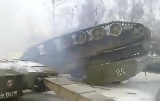 Российские военные перевернули САУ Акация