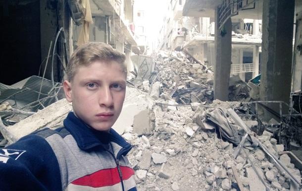 Підліток показав серію селфі на тлі війни