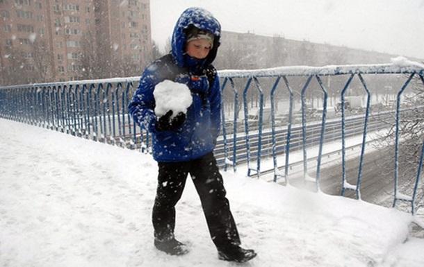 Погода в Україні вихідними: снігопади та мороз