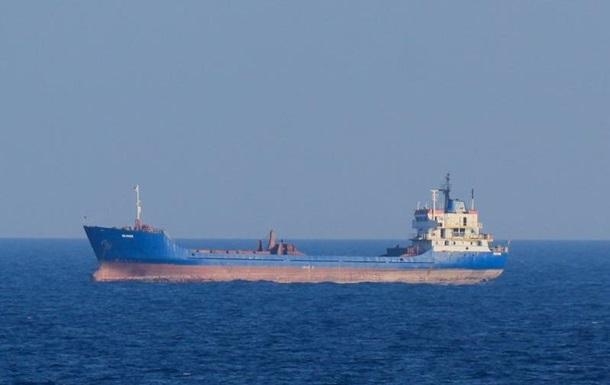 У порти Криму в лютому незаконно зайшло 20 російських суден
