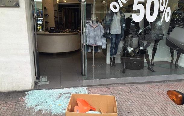 В центре Афин анархисты громят магазины