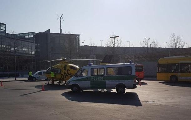 В Берлине автобус столкнулся с вертолетом