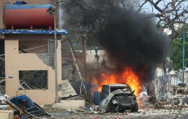 В Сомали смертник взорвал машину на военной базе, есть жертвы