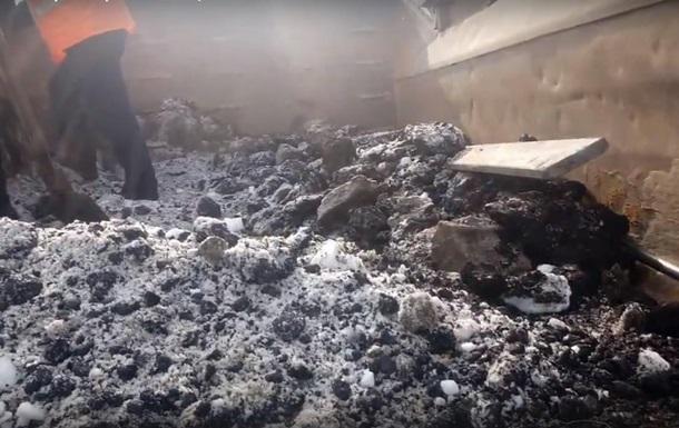 У Росії ями на дорогах латають за допомогою снігу
