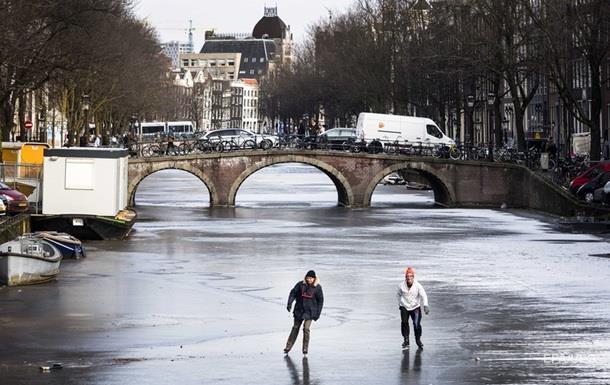 В Амстердамі вперше за шість років замерзли канали